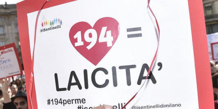 11/04/2015, Milano, Corteo contro la legge sull'aborto promosso dai cattolici integralisti del comitato referendario No194 a cui ha aderito Forza Nuova. Nella foto, il corteo, all'arrivo in piazza Cordusio, viene contestato dai Sentinelli e da altri movimenti di sinistra